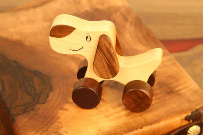 Jucarie din lemn cu roti, in forma de catelus 0
