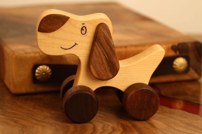 Jucarie din lemn cu roti, in forma de catelus 2