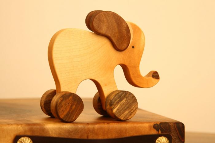 Jucarie din lemn cu roti in forma de elefant 4