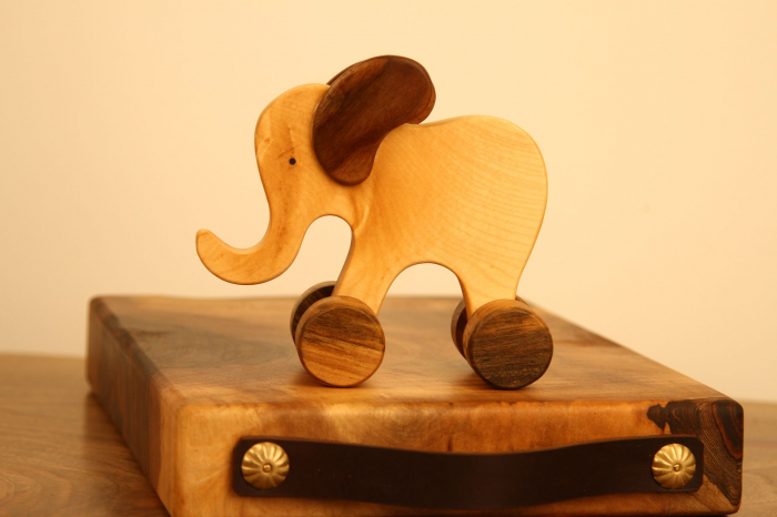Jucarie din lemn cu roti in forma de elefant 0