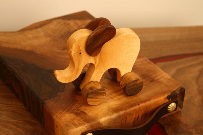 Jucarie din lemn cu roti in forma de elefant 6
