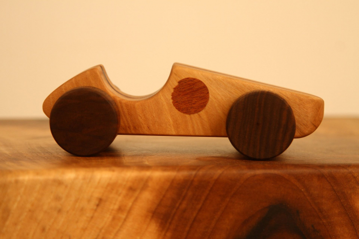 Jucarie din lemn cu roti, forma masina de curse [10]