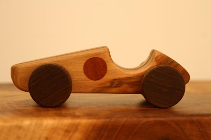 Jucarie din lemn cu roti, forma masina de curse [0]