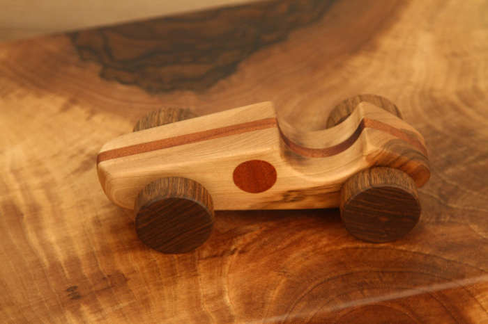 Jucarie din lemn cu roti, forma masina de curse [3]