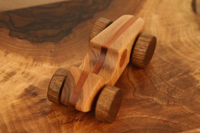 Jucarie din lemn cu roti, forma masina de curse [4]