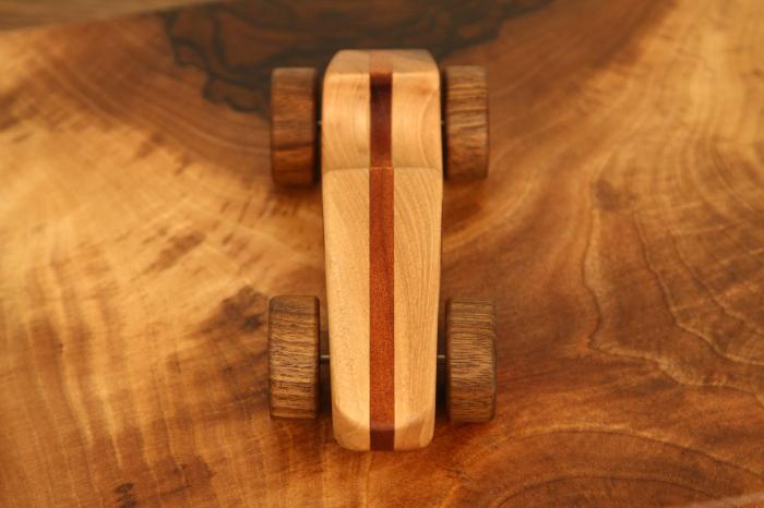 Jucarie din lemn cu roti, forma masina de curse [7]