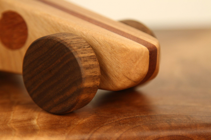 Jucarie din lemn cu roti, forma masina de curse [8]