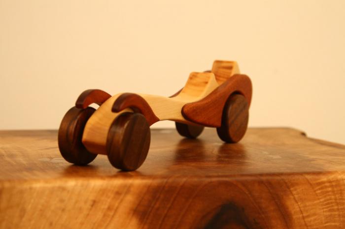 Jucarie din lemn cu roti, in forma de masina de epoca 6