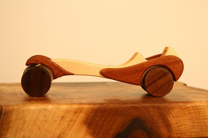 Jucarie din lemn cu roti, in forma de masina de epoca 7