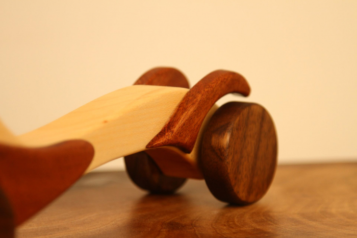 Jucarie din lemn cu roti, in forma de masina de epoca 10