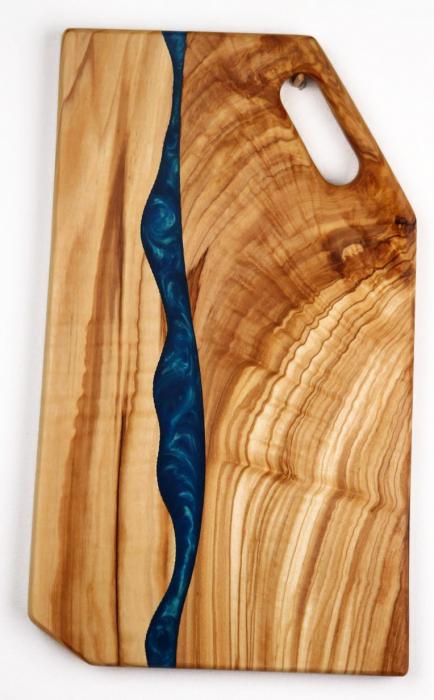 Platou de servire din lemn de maslin cu rasina epoxidica 3