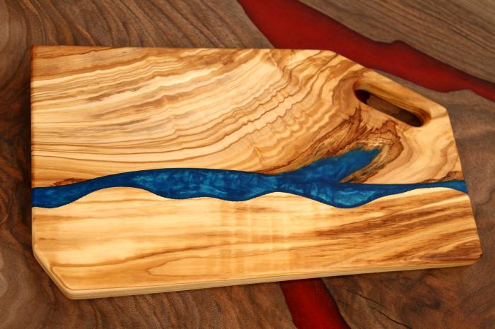 Platou de servire din lemn de maslin cu rasina epoxidica 4