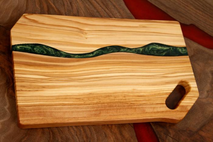 Platou de servire din lemn de maslin cu rasina epoxidica [1]