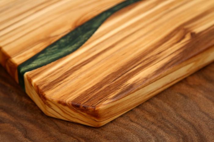 Platou de servire din lemn de maslin cu rasina epoxidica [2]