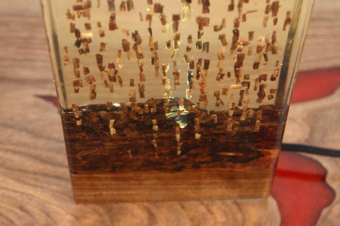 Lampa din rasina epoxidica cu lemn de maslin [3]