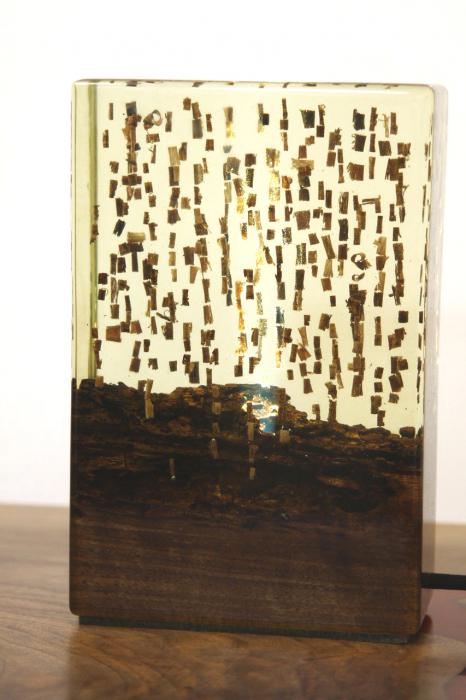 Lampa din rasina epoxidica cu lemn de maslin [8]