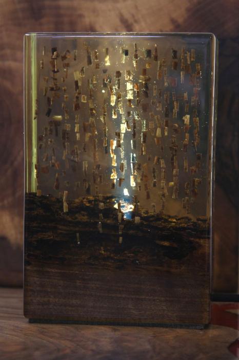 Lampa din rasina epoxidica cu lemn de maslin [9]