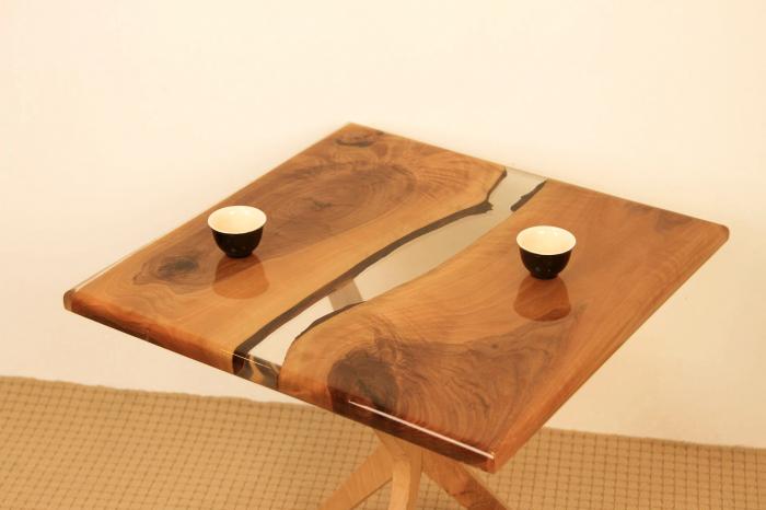 Masa de cafea din lemn de nuc cu rasina transparenta [4]