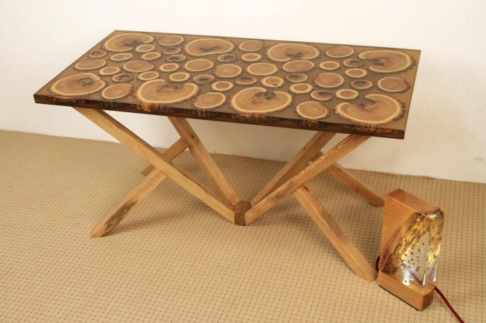 Masa din lemn de salcam inserat in rasina epoxidica transparenta 5