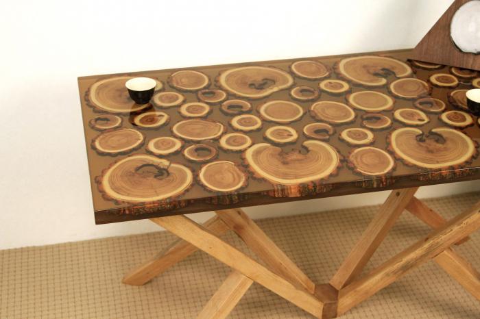 Masa din lemn de salcam inserat in rasina epoxidica transparenta 13