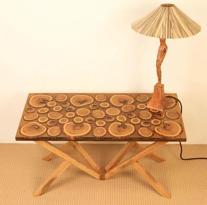 Masa din lemn de salcam inserat in rasina epoxidica transparenta 4