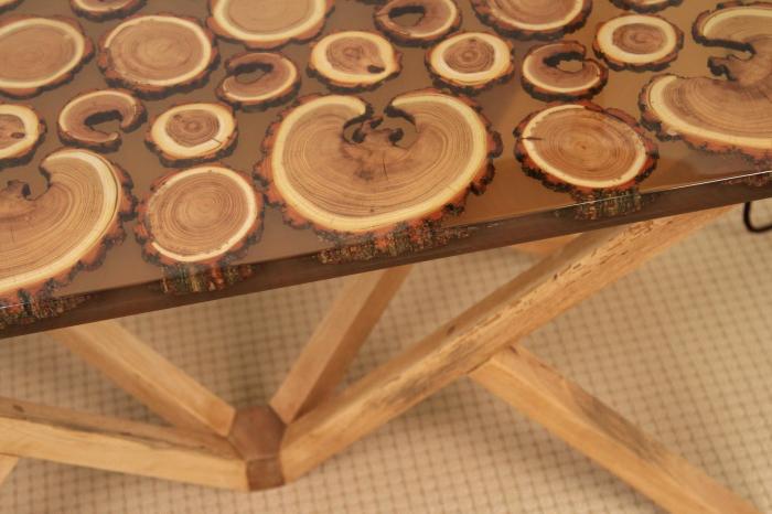 Masa din lemn de salcam inserat in rasina epoxidica transparenta 16