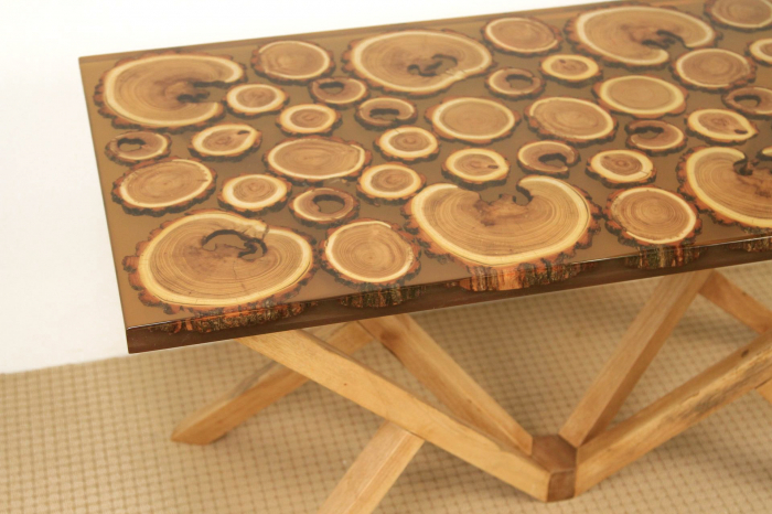 Masa din lemn de salcam inserat in rasina epoxidica transparenta 6