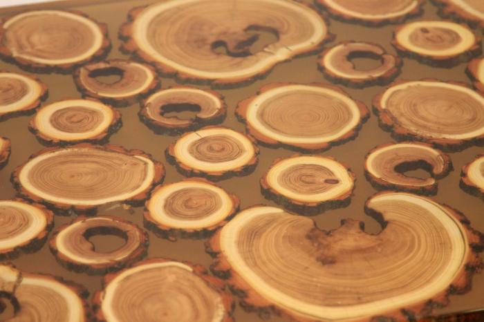 Masa din lemn de salcam inserat in rasina epoxidica transparenta 17