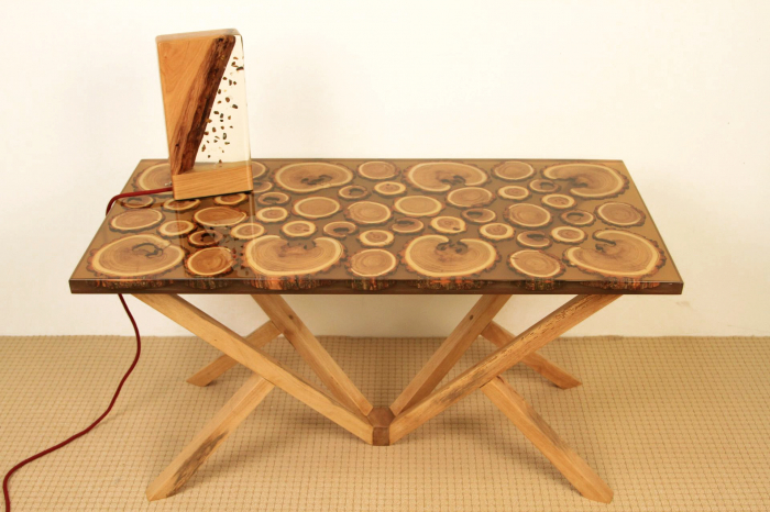 Masa din lemn de salcam inserat in rasina epoxidica transparenta 19