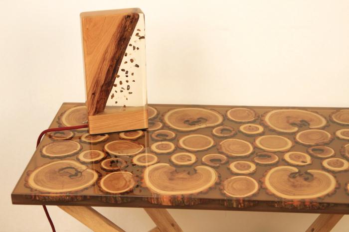Masa din lemn de salcam inserat in rasina epoxidica transparenta 9