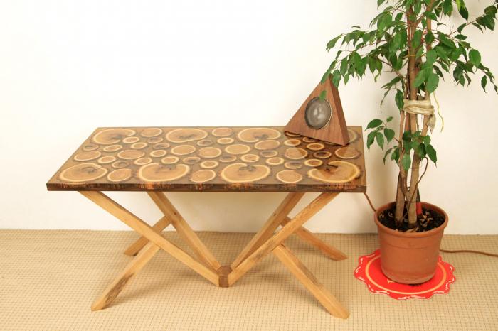 Masa din lemn de salcam inserat in rasina epoxidica transparenta 7