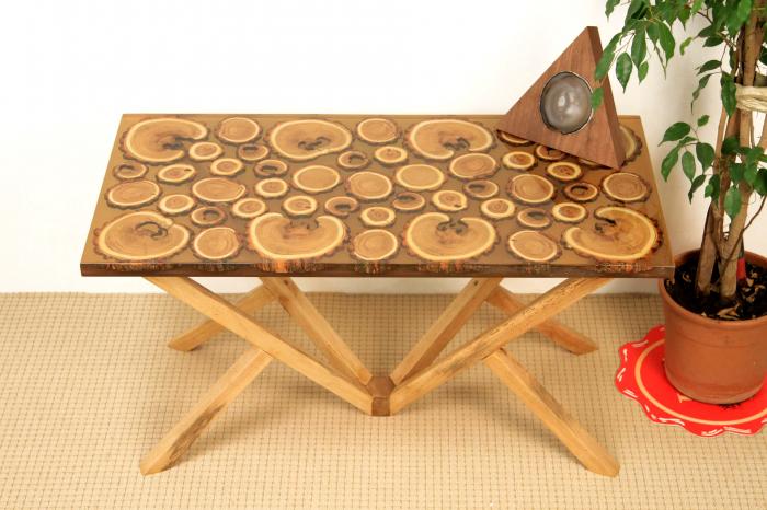 Masa din lemn de salcam inserat in rasina epoxidica transparenta 8