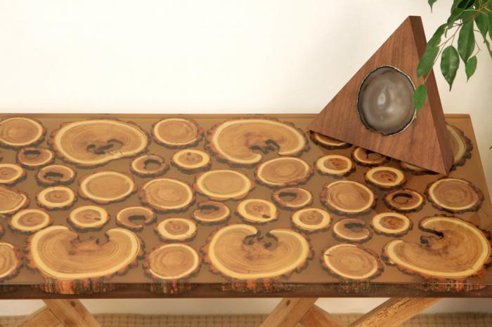 Masa din lemn de salcam inserat in rasina epoxidica transparenta 10