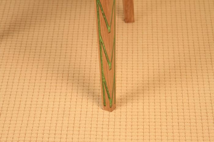 Masa din lemn de nuc, taiat in forme hexagonale fixate in rasina epoxidica verde 9