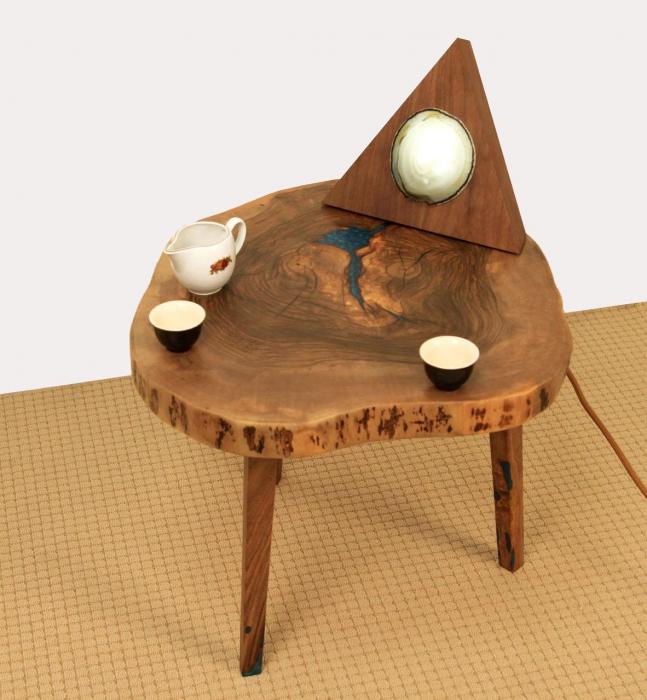 Masuta de cafea din lemn de nuc, cu insertie de rasina epoxidica 11