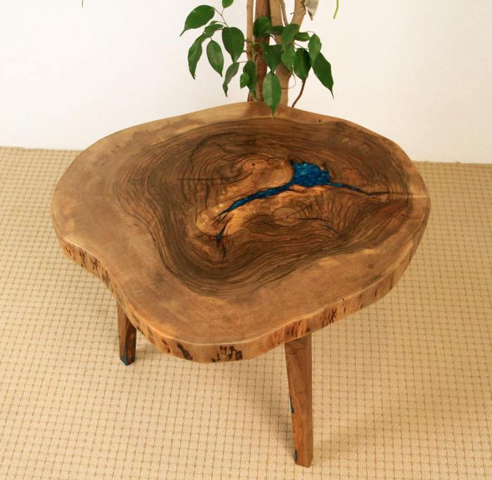 Masuta de cafea din lemn de nuc, cu insertie de rasina epoxidica 13