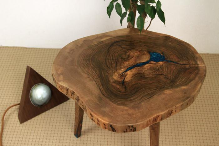 Masuta de cafea din lemn de nuc, cu insertie de rasina epoxidica 9
