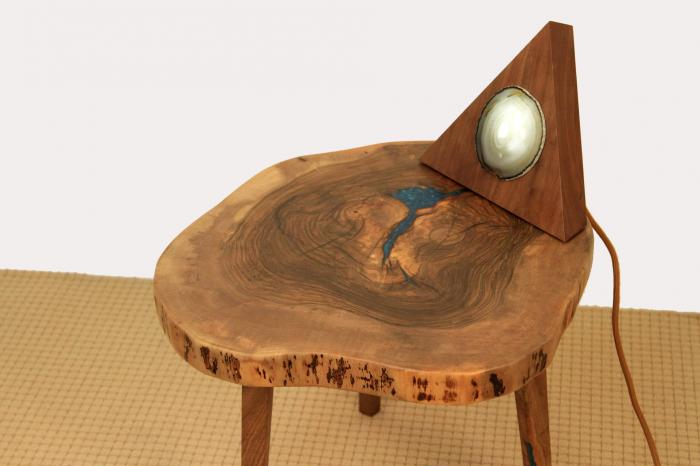 Masuta de cafea din lemn de nuc, cu insertie de rasina epoxidica 10