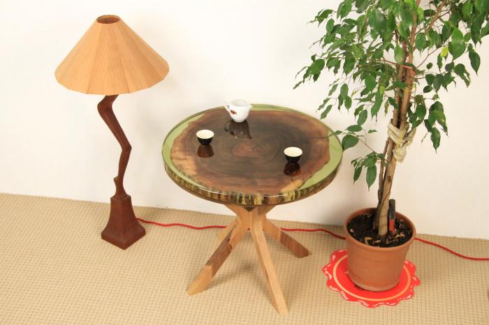 Masa din lemn de nuc inserata in rasina epoxidica verde translucid 12