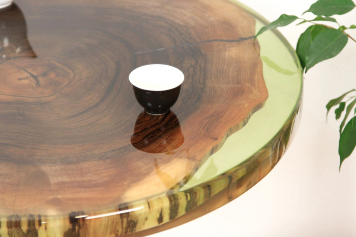 Masa din lemn de nuc inserata in rasina epoxidica verde translucid 13