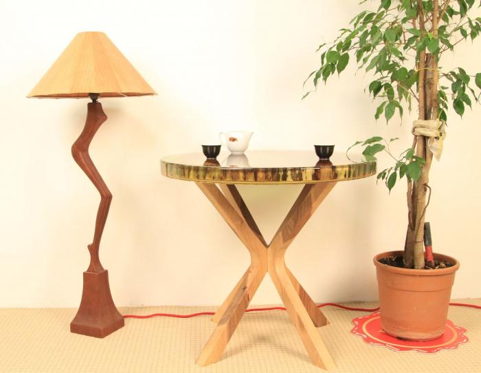 Masa din lemn de nuc inserata in rasina epoxidica verde translucid 14