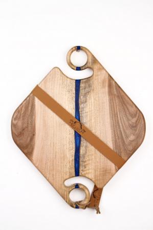 Platou servire din lemn de nuc cu insertii de rasina epoxidica [1]