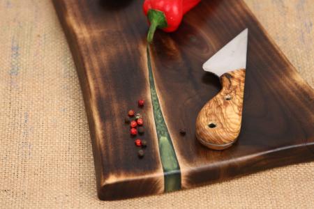 Platou servire din lemn de nuc cu rasina epoxidica [2]