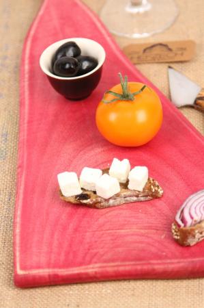 Platou servire din lemn de nuc colorat cu suc natural de sfecla rosie [2]
