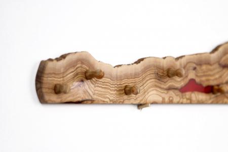 Cuier din lemn de maslin cu insertie de rasina epoxidica [11]