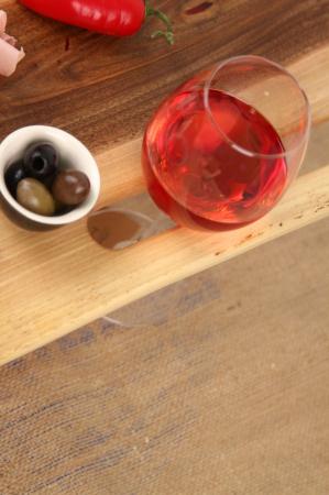 Platou de servire din lemn de nuc, culoare natur. [2]