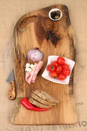 Platou de servire din lemn de nuc, culoare natur, cu insertie de rasina epoxidica [0]