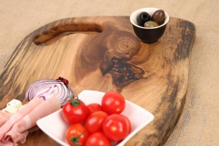 Platou de servire din lemn de nuc, culoare natur, cu insertie de rasina epoxidica [4]