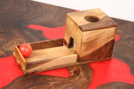 Cutia permanentei cu rampa din lemn masiv (+ 8 luni)0