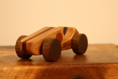 Jucarie din lemn cu roti, forma masina de curse [2]